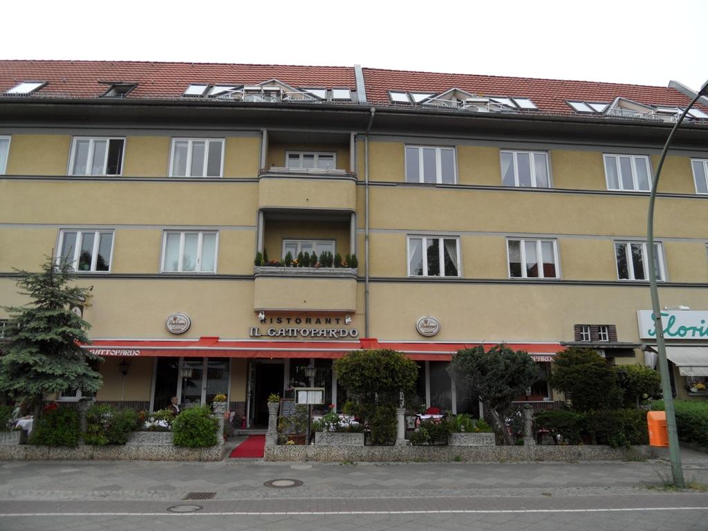 Schorlemerallee 1,3,5 / Spilstr 8-10,Berlin,Germany 14195,Building,Schorlemerallee 1,3,5 / Spilstr 8-10,1066